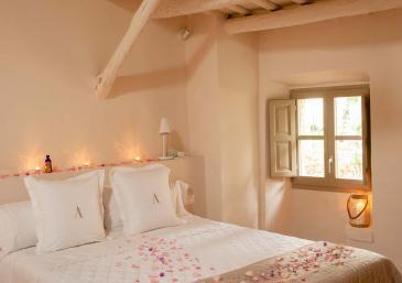 Romantic room in Pals