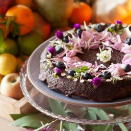 Petit-déjeuners avec des fleurs comestibles à Pals